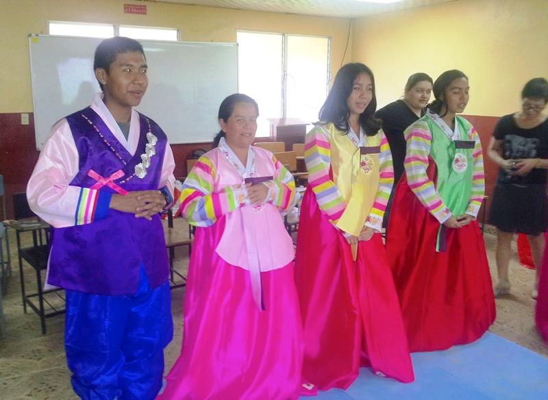 Estudiantes De Centro Regional De Cocle Visten El Hanbok