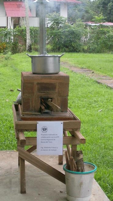 Utp en bocas del toro presenta estufa ecol gica for Cocina ecologica de lena