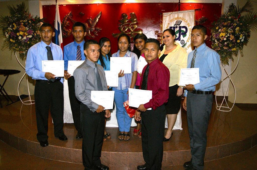 Cel Gradua Estudiantes De Cursos De Ingles Universidad Tecnologica De Panama