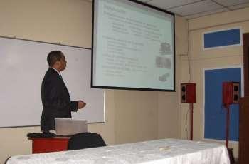 El conferencista invitado fue el Dr. Arthur James, quien realizó su maestría y d