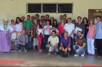 Miembros del coro, Patronato Pro-Cultura y autoridades.