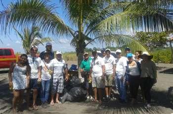 Club de Leones Universitarios de la UTP Chiriquí realiza limpieza de playa.