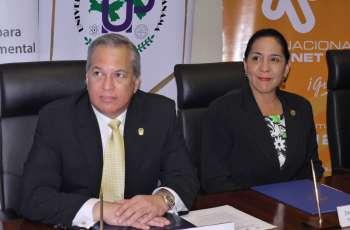 Rectora de la UTP firma convenio con Director de la AIG.