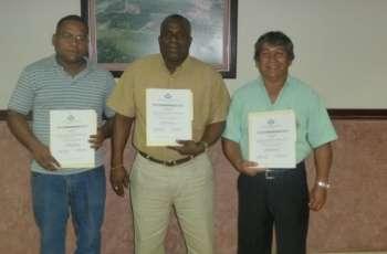 Entregan Credenciales a Representantes de los Administrativos de la UTP