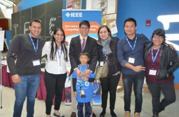 Los estudiantes del curso de Ingeniería de Manufactura, que obtuvieron premio ot