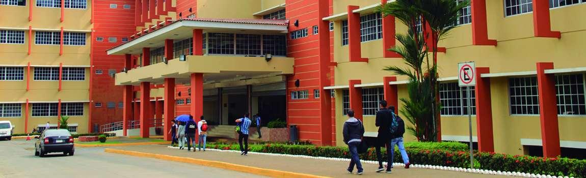 Edificio #1, ubicado en el Campus Central de La UTP