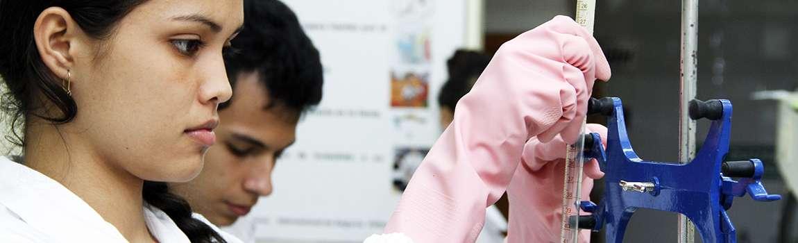 Estudiantes de la UTP investigan y emprenden proyectos innovadores.