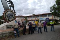 Personal del Centro Regional de Azuero junto a las donación que entregarán.