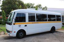 Rector entrega autobús al Centro Regional de Coclé.