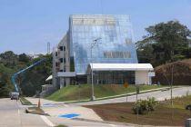 Vicerrector realiza visita técnica a nuevo Edificio de Laboratorio de Investigación.