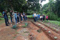 Ing. Polidorio Pinzón, junto a la comunidad de El Naranjal dan la bienvenida a los jóvenes