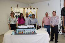 Ing. Miguel Lopez, Ing. Francisco Arango y estudiantes presentando su maqueta