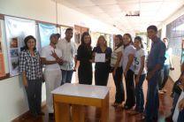 Estudiantes Ganadores del Segundo Lugar en la Exhibición de Carteles.