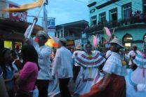 El Desfile duró hasta altas horas de la noche.