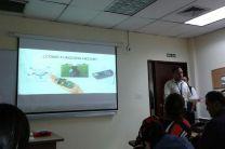 Estudiante Juan Gutiérrez, de UTP Azuero, en la presentación del Proyecto HECAS.