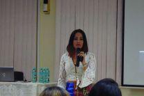 Conferencista Magíster Karen Peralta en su Exposición.