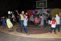 Niños y niñas de la Temporada, hacen gala de las destrezas artísticas.