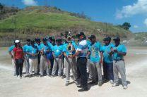 Rector de la UTP, Dr. Oscar Ramírez, entrega el Trofeo de Campeón.