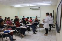 Charlas Informativas a Estudiantes sobre temas en Salud de gran interés.
