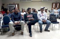 Docentes y estudiantes de la Facultad de Ingeniería Civil presentes en la Jornada de Investigación.