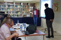 Estudiantes presentando su proyecto