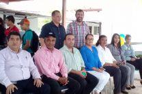 El Director del centro Regional de Coclé, Lic. Pablo Moreno junto a profesores invitados al lanzamiento del V Simposio.
