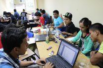 Estudiantes se dividieron en equipos de trabajo.