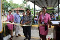 Directora del Centro Regional de Coclé, Ing. Yaneth Gutiérrez, realizando el corte de cinta.