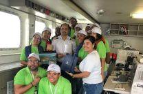 Estudiantes y profesores visitaron  la cabina del capitán del barco de la ACP.