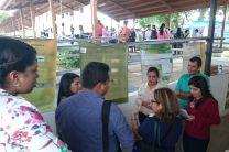 Estudiantes de Lic. en Logística y Transporte Multimodal en presentación posters.