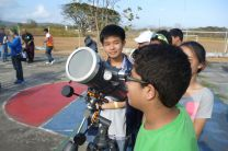 Jóvenes en la observación Solar.