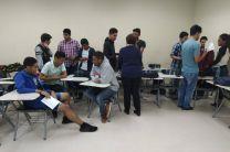 Estudiantes durante el desarrollo de talleres.