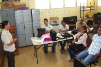 La Ing. Évila de Quiroz explica a docentes del IFAD las bondades del proyecto.