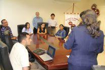 Decana de la FIM con estudiantes participantes del Congreso.
