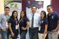 Estudiantes que participaron del  Foro Mundial de Educación y Asesor.