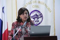 Decana de Facultad de Civil.