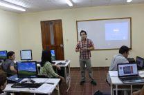 El Doctor Héctor Poveda dictando el seminario.