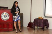 Estudiante Nadeska Espinosa, durante su defensa de tesis de grado.