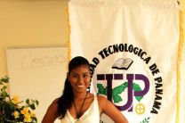 Elizabeth Navarro, representante de UTP Colón, para Concurso de Oratoria 2014.