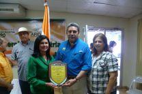 Licda. Magdalena Durán de Huerta junto al Ministro Oscar Osorio.