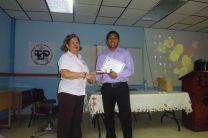 Estudiante José González, recibe reconocimiento por parte del Centro Regional.