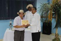 Profesor Edwin Corro, Asesor del Concurso recibe Reconocimiento.