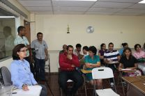 Investigadores, docentes y estudiantes asistentes a la conferencia en Azuero.