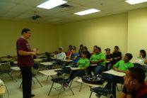 El Dr. Víctor López Cabrera, en su conversatorio con los estudiantes.