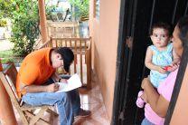Estudiante de Ingeniería de la UTP - Azuero, aplicando encuesta del Proyecto.