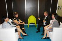 Las investigadoras reunidas Reunión con el Director Ejecutivo de Tecnnova.