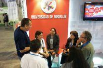 Las investigadoras de la UTP visitan stan de la Universidad de Medellín