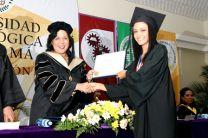 Katiusca Rodríguez, recibiendo su diploma