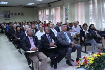 Al acto asistieron docentes, administrativos y autoridades universitarias.