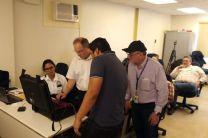 Los participantes en el proyecto reciben capacitación sobre el uso de la sonda nucleónica, en las instalaciones de la ACP, en la provincia de Colón.